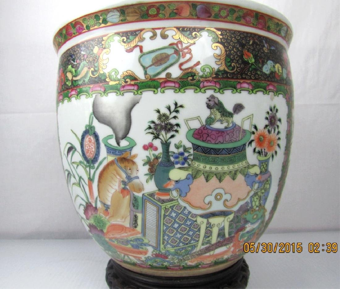 Rose Medallion Pot with Lid
