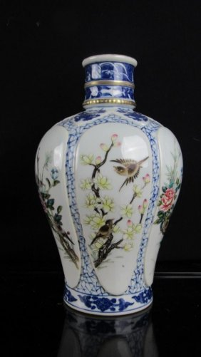 Qing Dynasty Chinese Porcelain Vase; Height: 7''