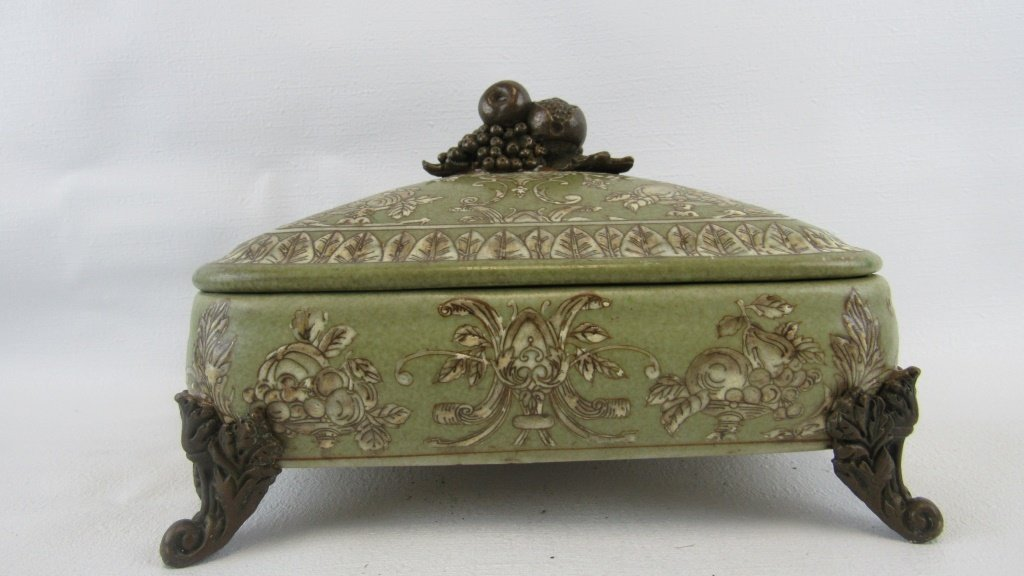 Chinese Exported Lidded Bowl