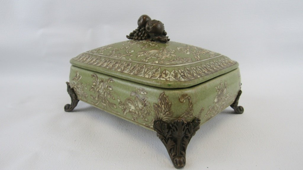 Chinese Exported Lidded Bowl - 3