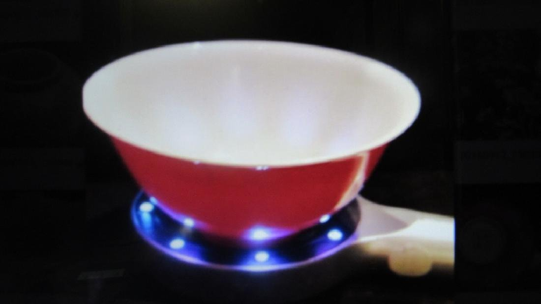 Small Anhua-Decorated Ruby-Pink-Enameled Bowl