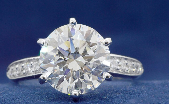 5.01ct. Center Round Diamond Ring 18K (EGL VS1)