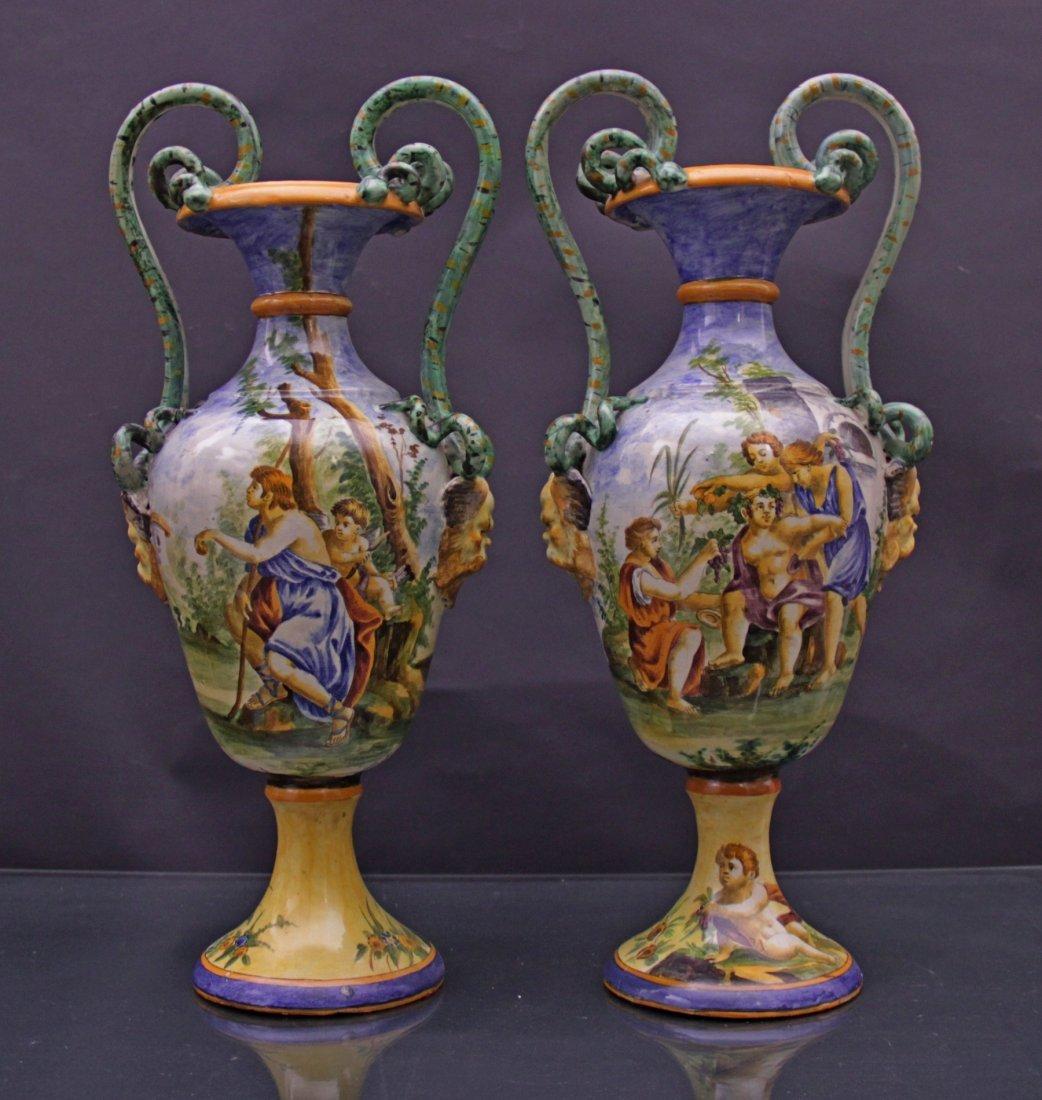 Couple majolica vases. - Coppia di vasi in maiolica.