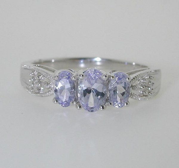 5006: 1 CT DIAMOND AND TANZANITE RING