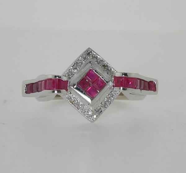 5023: 3 CT DIA AND RUBY 18K 8.4GR SI1