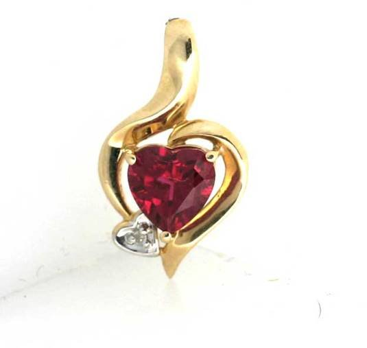 1013: 0.10CT DIA AND LAB RUBY HEART