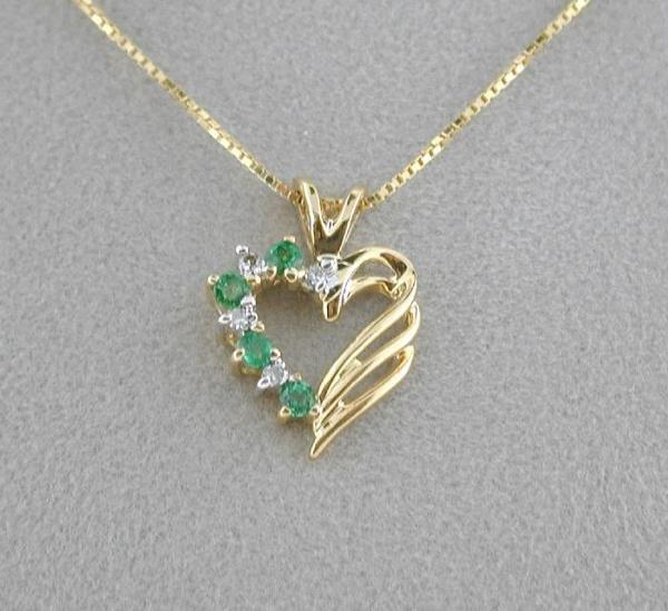 5011: BEAUTIFUL DIAMOND AND EMERALD PENDANT
