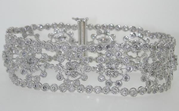 5021: 9 CT DIAMOND BRACELET