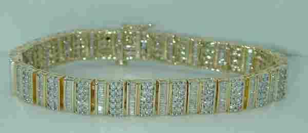 1761: 8 CT SI2 TO SI1 DIAMOND BRACELET