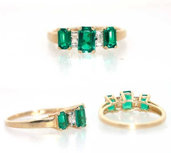 1011: 2 CT LAB EMERALD AND DIA GOLD RING