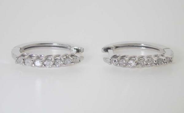 2009: BEAUTIFUL DIAMOND EARRINGS