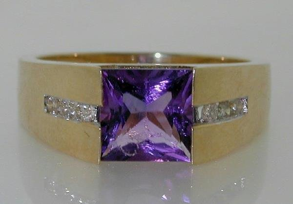 3021: 2 CT DIAMOND AND AMETHYST GOLD RING