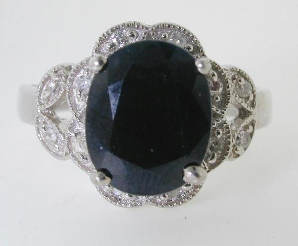 1021: 5 CT DIAMOND AND SAPPHIRE GOLD RING