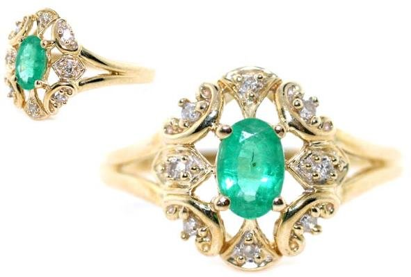 4012: 0.80 CT DIA AND EMERALD GOLD RING
