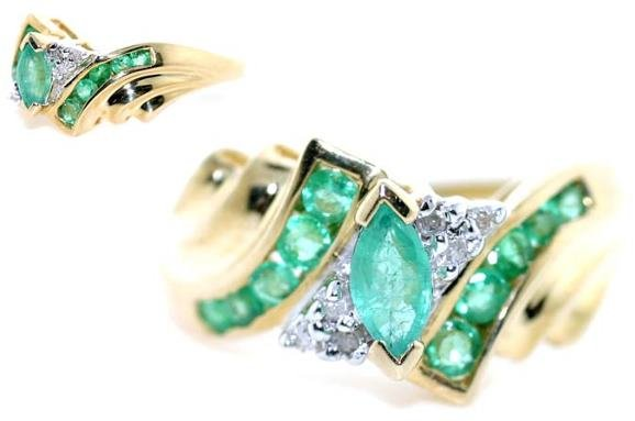 4020: 2 CT DIA AND EMERALD GOLD RING