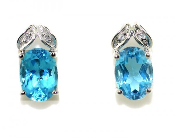 2014: 3 CT DIA AND BLUE TOPAZ EARRINGS 1.9 GR