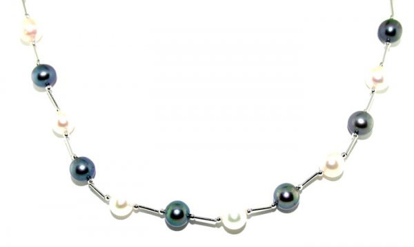 3014: 6.5-7mm BLACK AND WHITE PEARL NECKLACE