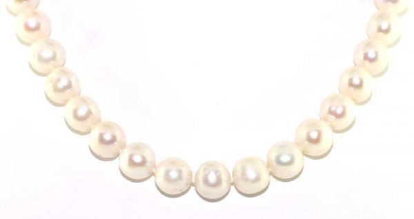 4017: 10-9 mm FINE QUALITY PEARL NECKLACE