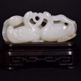 A CARVED HETIAN JADE ORNAMENT OF GOOSE