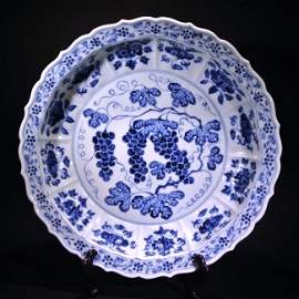 CHINESE LARGE BLUE AND WHITE DISH