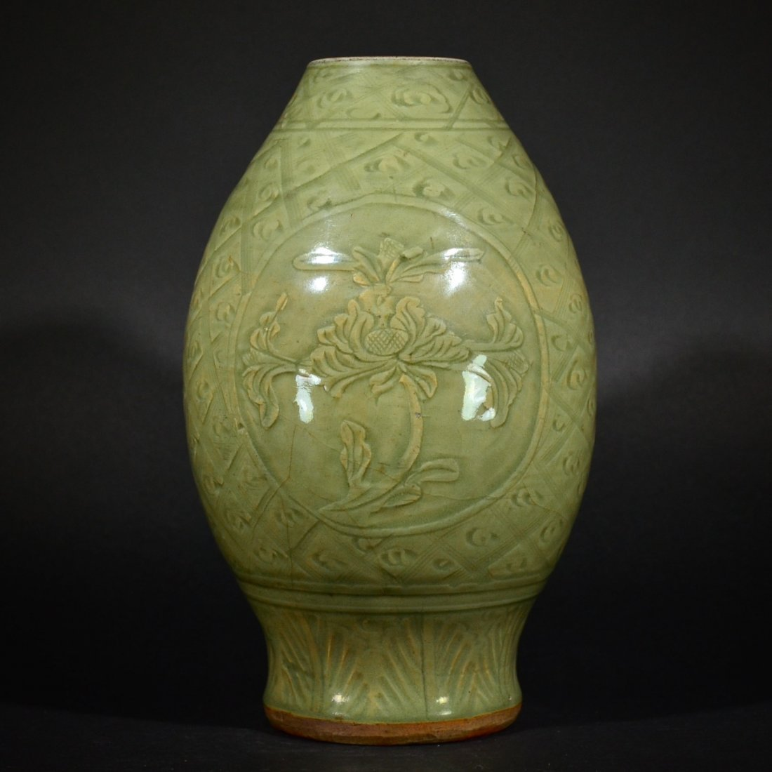 MING D., A LONGQUAN WARE CARVED FLOWER VASE
