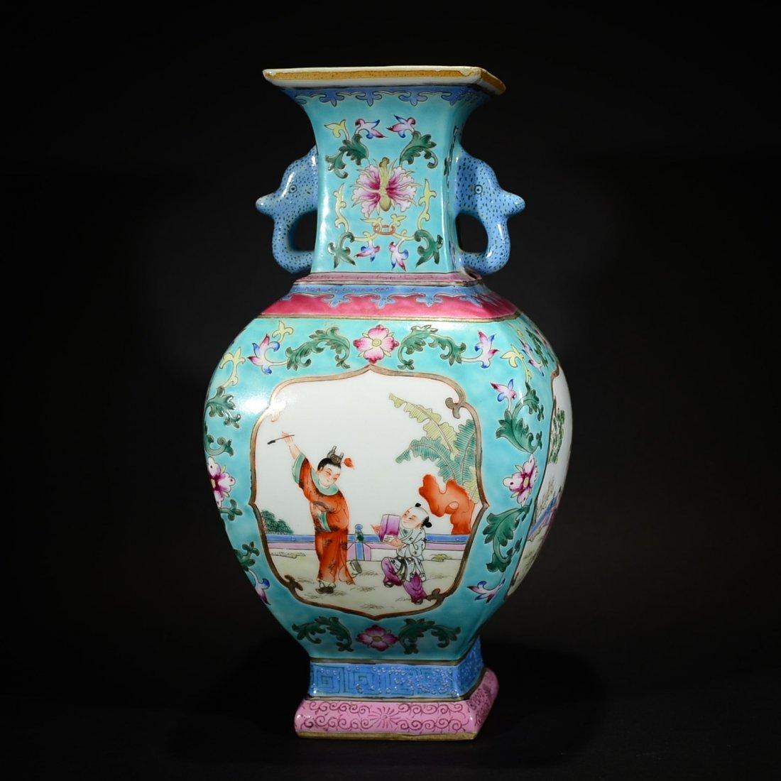 QING D., A FAMILLE ROSE CHILD PLAYING SQUARE VASE WITH