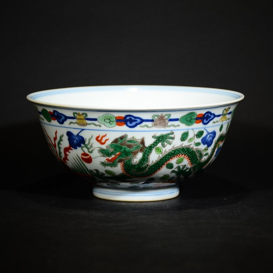 QING D., A WUCAI BOWL WITH DRAGON AND PHOENIX PATTERN