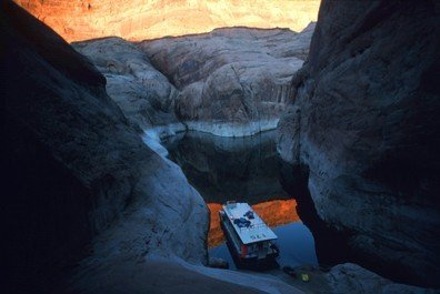 5009: Peter Guttman, Photography, Houseboat on Lake Pow