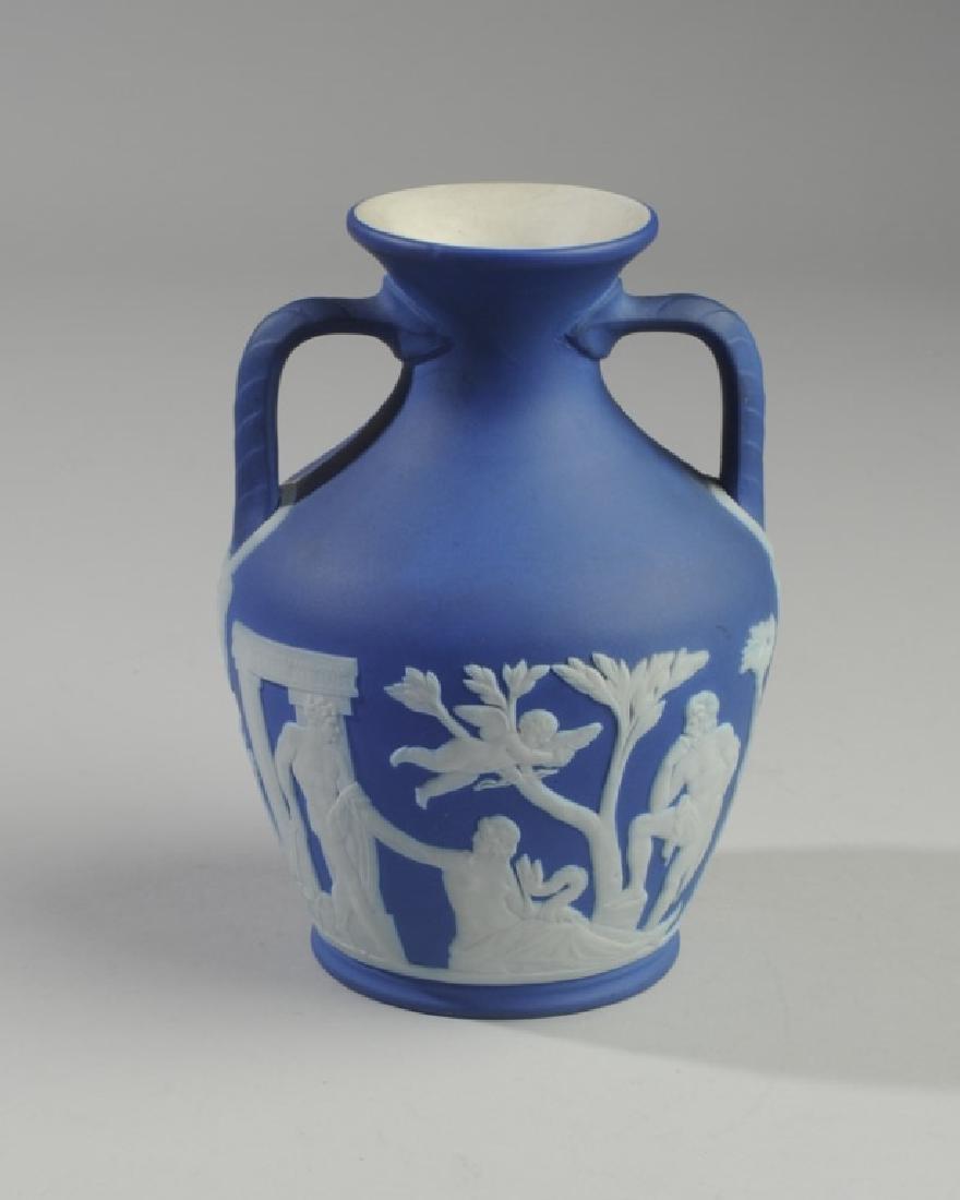 Wedgwood Dark Blue Jasperware Portland Vase - 3