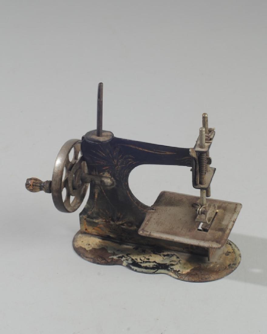 Vintage Miniature Hand Crank Sewing Machine - 2