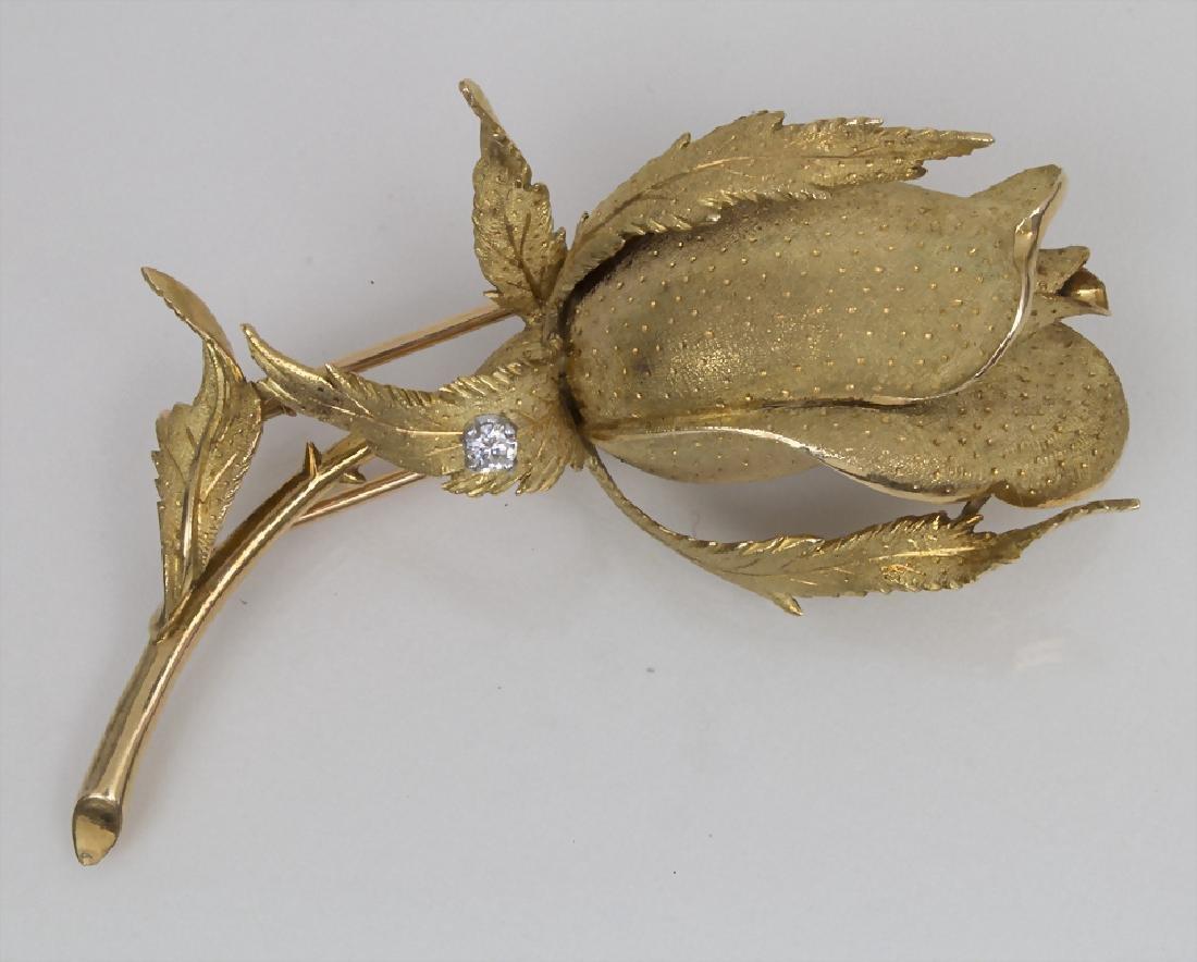 Brosche mit großer Rosenknospe / A brooch with a