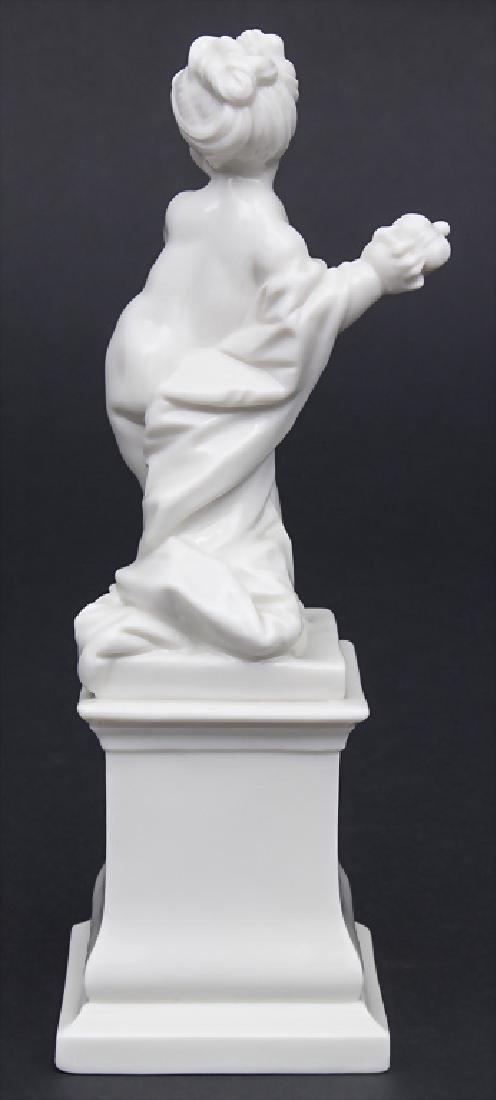 Putto als Pandora mit Büchse des Verderbens / A cherub - 2