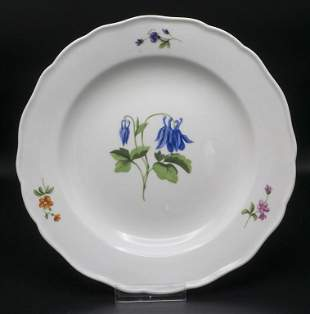 Teller mit Akelei / A plate with columbine flower,