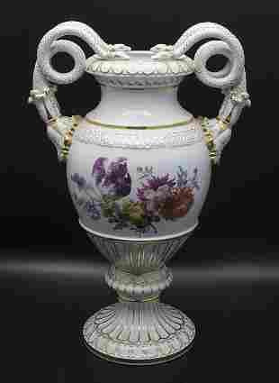 Schlangenhalshenkelvase / A snake neck handled vase,