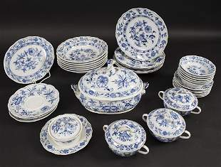 32 Teile Service Zwiebelmuster / 32 pieces of a dining