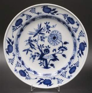 Teller Zwiebelmuster / A plate with Onion Pattern,