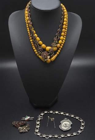 Konvolut Modeschmuck / Costume jewelry  Bestehend aus:
