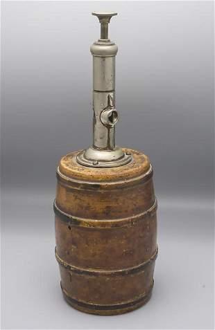 Zigarrenabschneider in Fassform / A cigar cutter in the