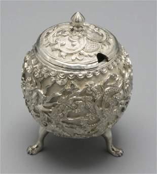 Saliere / A silver salt cellar, China/Vietnam, um 1900