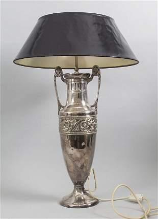 Lampe / A lamp, deutsch, 20. Jh.  Material: Metall,