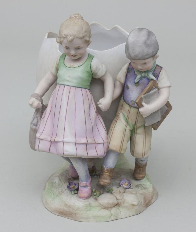 Kinderpaar mit Ei-Vase/ Children With Egg Shaped Vase, - 2