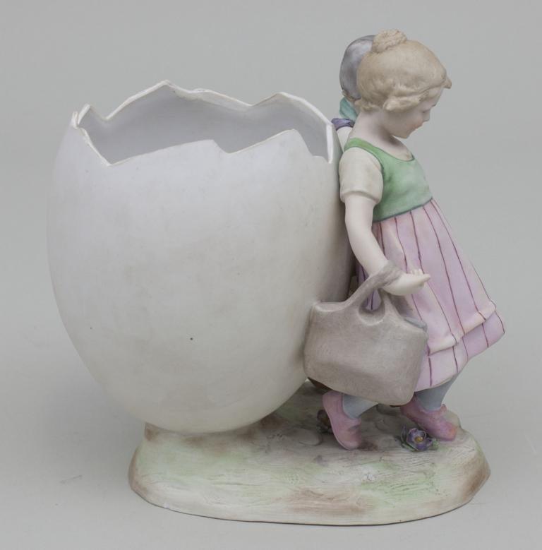 Kinderpaar mit Ei-Vase/ Children With Egg Shaped Vase, - 3