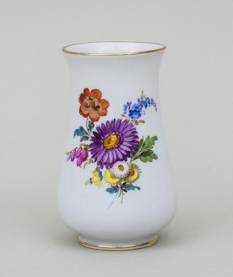 Kleine Vase mit Blumenbouquet/ Small Vase With Bouquet