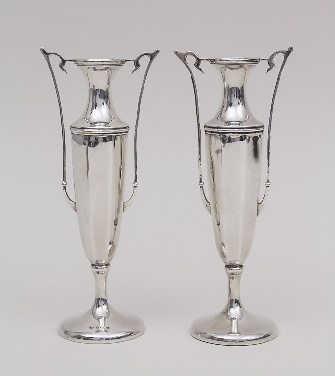 Paar Arts & Crafts Vasen / Pair of Arts & Craft Vases,