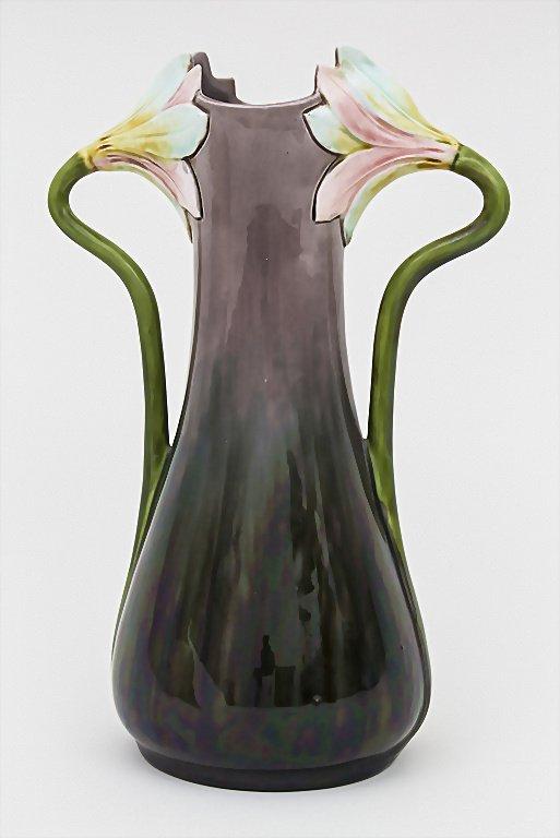 Vase mit Blütenhenkeln / Vase with Flower Handles,