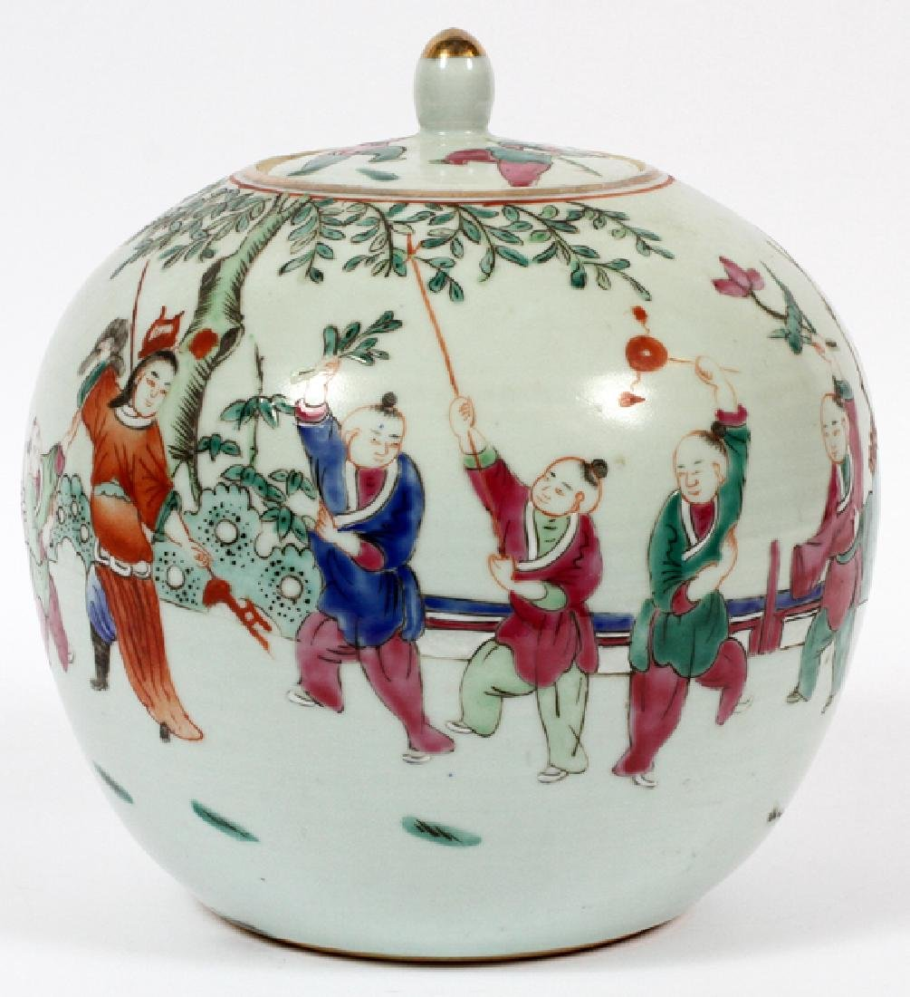 CHINESE ROUND PORCELAIN COVERED VASE