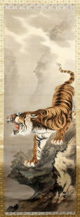 JAPANESE SILK SCROLL PAINTING DEPICTING A TIGER