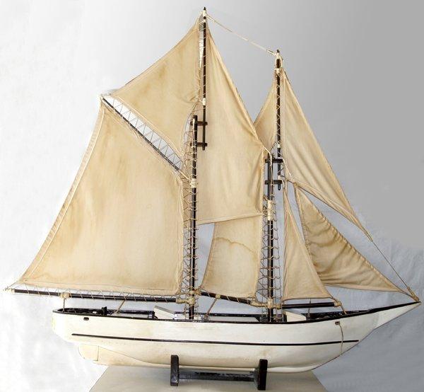 081007: 'BLUENOSE' SHIP MODEL, LUNENBURG, N.S.