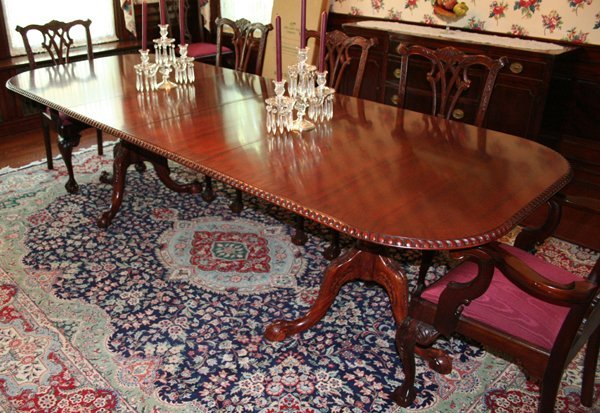 082012: CHIPPENDALE STYLE MAHOGANY DINING TABLE