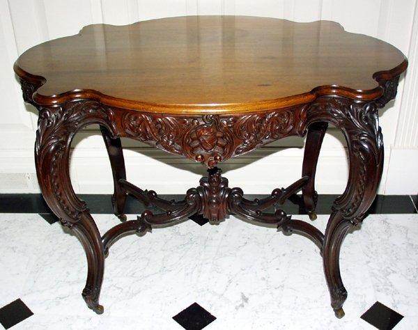 082015: VICTORIAN MAHOGANY TURTLE TOP PARLOR TABLE